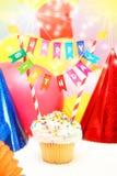 Alles- Gute zum Geburtstagkleiner kuchen Stockbild