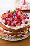 Alles Gute zum Geburtstagkuchen lizenzfreie stockbilder