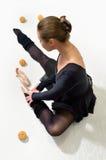 Allevia il pointe stanco del ballerino Fotografia Stock Libera da Diritti