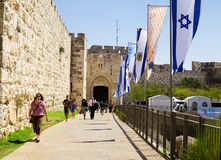 Alley leading to the Jaffa Gate. Tourists at the entrance to th Royalty Free Stock Photos