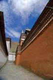 Alleyway al monastero tibetano Fotografia Stock