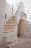 Alleyway. Cisternino. La Puglia. L'Italia. Immagini Stock