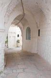 Alleyway. Cisternino. La Puglia. L'Italia. Fotografia Stock Libera da Diritti