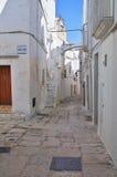 Alleyway. Cisternino. La Puglia. L'Italia. Immagine Stock Libera da Diritti