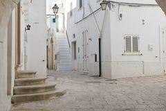 alleyway Cisternino La Puglia L'Italia Fotografie Stock Libere da Diritti