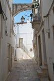 alleyway Cisternino La Puglia L'Italia Immagini Stock