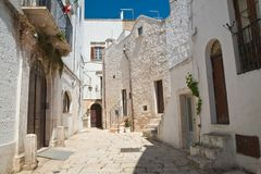 alleyway Cisternino Puglia Italië stock afbeelding