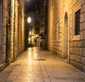 Alleyway Dubrovnik przy nocą zdjęcie royalty free