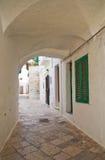 alleyway Locorotondo La Puglia L'Italia Fotografie Stock Libere da Diritti