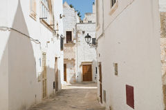 alleyway Locorotondo La Puglia L'Italia Immagini Stock Libere da Diritti