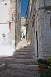 Alleyway. Monte Sant'Angelo. La Puglia. L'Italia. Immagini Stock