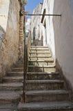 Alleyway. Monte Sant'Angelo. La Puglia. L'Italia. Immagine Stock Libera da Diritti