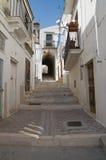 Alleyway. Monte Sant'Angelo. La Puglia. L'Italia. Fotografia Stock