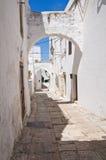 Alleyway. Ostuni. La Puglia. L'Italia. Immagine Stock