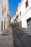 Alleyway. Ostuni. La Puglia. L'Italia. Immagine Stock Libera da Diritti