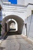 Alleyway. Ostuni. La Puglia. L'Italia. Immagini Stock Libere da Diritti
