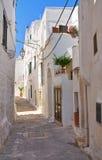 Alleyway. Ostuni. La Puglia. L'Italia. Fotografia Stock Libera da Diritti