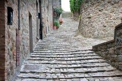 Alleyway/scale in un villaggio in Italia Fotografia Stock Libera da Diritti