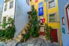 Alleyway scena w Porto, Portugalia Fotografia Royalty Free
