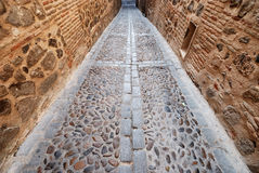 Alleyway stretto del mattone a Toledo Fotografie Stock