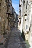 Alleyway. Vico del Gargano. La Puglia. L'Italia. Immagini Stock Libere da Diritti