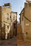 Alleyway z schodkiem w Agrigento, Sicily. Obraz Stock