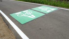 Allez à vélo la route, itinéraire Darmstadt de cycle - Francfort, Allemagne banque de vidéos