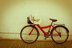 allez à vélo le rouge Photos libres de droits