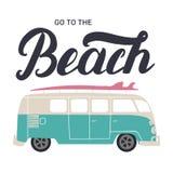 Allez au lettrage de main de plage avec l'autobus de ressac Image libre de droits