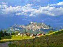 Allgaeu的美丽的村庄Tiefenbach 免版税图库摄影