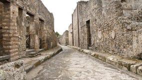 Allgemeine Ansicht der alten Pompeji-Ziegelsteinstraßenansicht lizenzfreie stockfotos