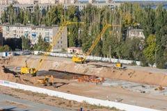Allgemeine Ansicht der Baustelle des neuen hohen Gebäudes Lizenzfreie Stockfotos