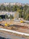 Allgemeine Ansicht des Bereichs, in dem die Grundlage für den Bau eines neuen hohen Gebäudes goss Lizenzfreie Stockbilder