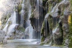 Allgemeine Ansicht eines Wasserfalls genommen mit langer Belichtung lizenzfreie stockfotografie