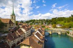 Allgemeine Ansicht entlang den Fluss Aare in Bern Stockbild