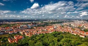 Allgemeine Ansicht Prags von historischer Mitte und von Fluss die Moldau Lizenzfreie Stockfotos