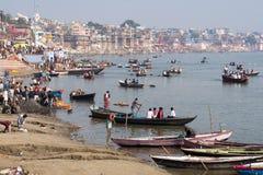 Allgemeine Ansicht von Ghats und von Ganges in Varanasi, Uttar Prades Lizenzfreie Stockfotos