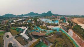 Allgemeine Ansicht von oben genanntem zu Aqua Park des Ramayana thailand stock video footage