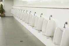 Allgemeine leere Toilette für waschende Handwannen Lizenzfreie Stockbilder