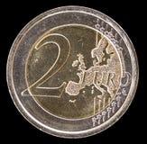 Allgemeine Seite der Münze des Euros zwei auf einem schwarzen Hintergrund Lizenzfreies Stockfoto