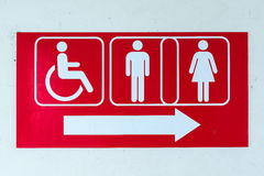 Allgemeine Toilette unterzeichnet mit einem behinderten Zugangssymbol Lizenzfreie Stockbilder