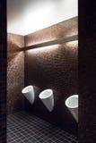 Allgemeine Toilette Urinals Stockfoto