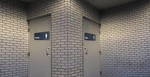 Allgemeine Toilettentüren der Männer und der Frauen Lizenzfreie Stockfotografie