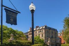 Allgemeiner Garten-Zeichen und Laternenpfahl Bostons in Boston Stockfotos