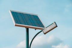 Allgemeiner heller Beitrag angetrieben durch Solarenergie lizenzfreies stockfoto