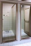 Untersetzte Toilette Stockfoto