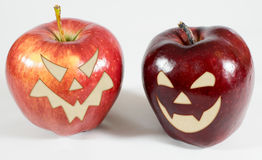 Allhelgonaafton - äpplen med framsidor Royaltyfri Foto