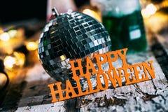 Allhelgonaafton: Tokigt forskareLaboratory Holiday Disco parti Arkivfoto