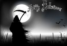 Allhelgonaaftonbakgrund med ett scythemananseende på fullmånen Royaltyfri Foto