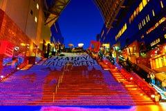 Allhelgonaaftonbelysning på den Kyoto stationen Arkivbild